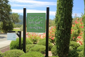 Dutch-Henry-Winery-Sign