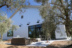 Mending-Wall-Winery (5)